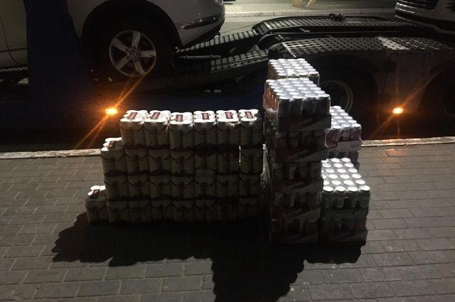 Во Львовской области иностранец за взятку пытался ввезти 750 банок пива
