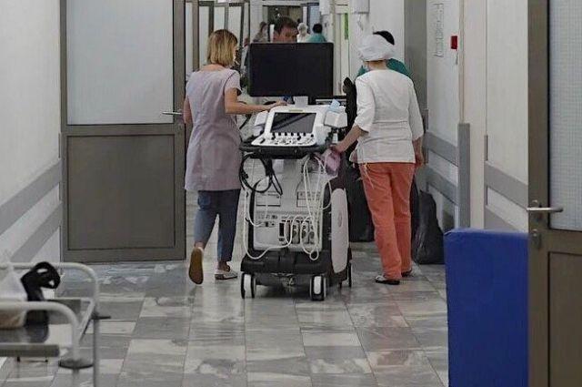 Инфицированы медик и пациент.