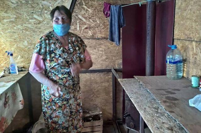 Два месяца в фанерном домике: пенсионерке разрешили пересечь КПВВ