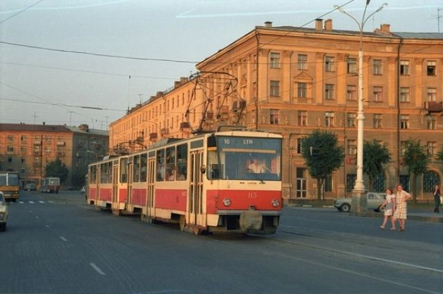 Трамвай Татра-6м 115 на площади Черняховского.