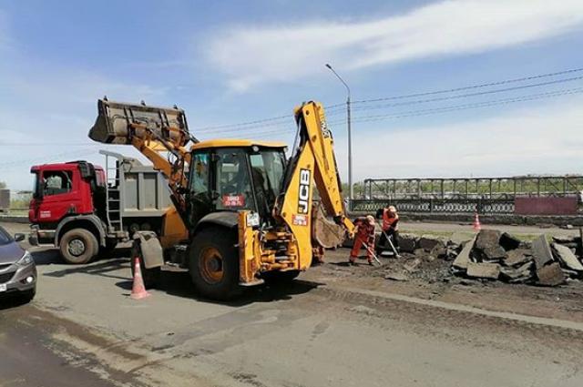 В Оренбурге ремонтируется мост над ул. Шоссейной.
