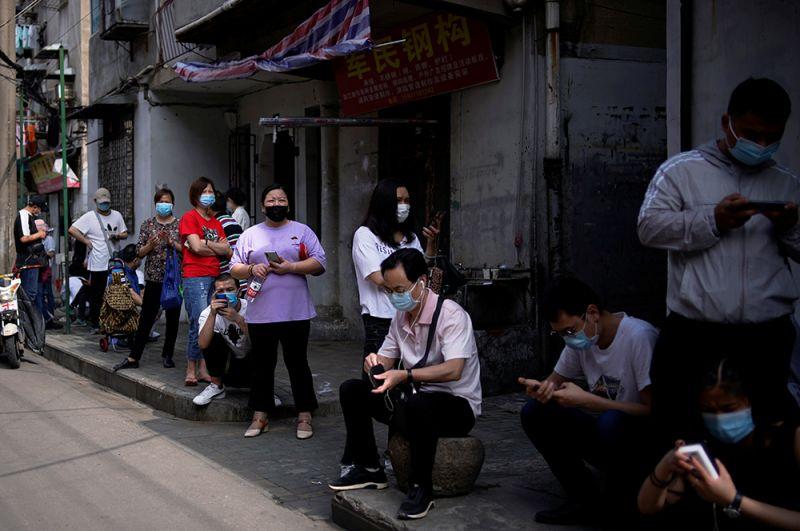 По последним данным, всего в Китае общее число заболевших составило 82 919 человек. Из них 78 171 выздоровел и 4 633 умерли.