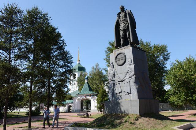Памятник адмиралу Александру Колчаку в Иркутске.