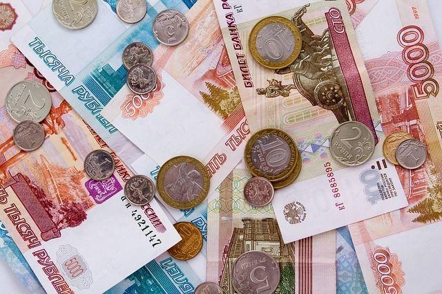 Чтобы провести обряд обвиняемая в мошенничестве попросила принести  ей газету и деньги. Пенсионерка дала ей 8 тысяч рублей.