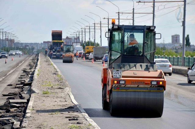 В Оренбурге дорожные ремонтники вышли на 10 улиц.
