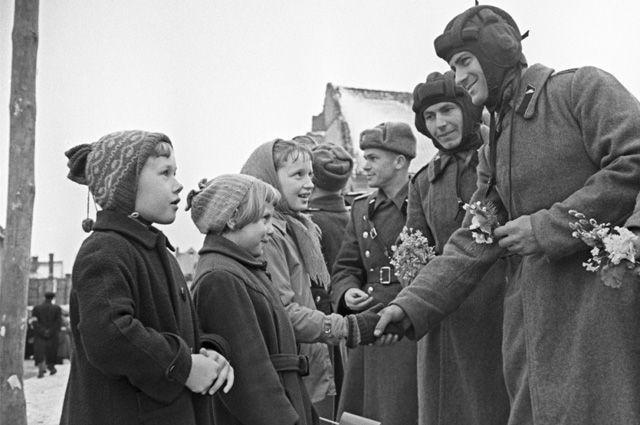 Проводы советских воинских частей из Германской Демократической Республики. Город Фюрстенвальде, 1958.