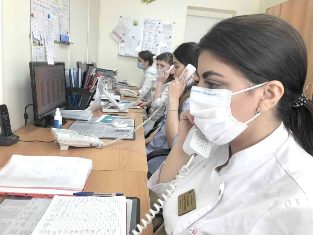 Сотрудники контакт-центров ежедневно отвечают на сотни вопросов о коронавирусе.