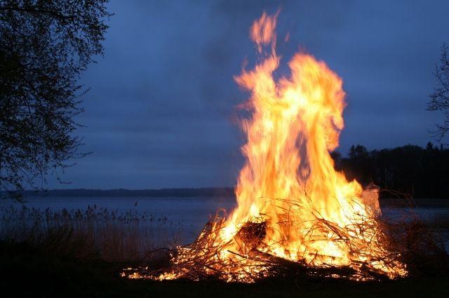 В Удмуртии мужчина и женщина погибли в огне на даче