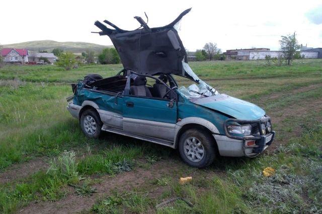 В Оренбуржье в ДТП у иномарки оторвало крышу, пострадала женщина.