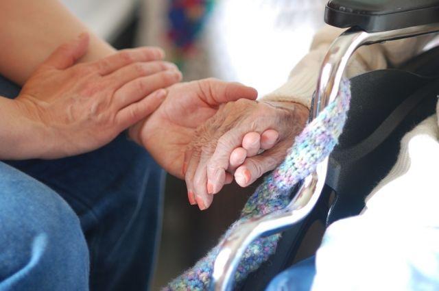 Для пожилого человека беседа с доктором - уже лекарство.