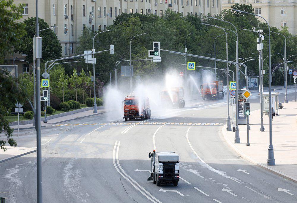 Масштабная дезинфекция проезжей части, дорог и тротуаров Москвы.