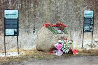 Памятный знак подвигу участников Шлиссельбургского десанта 28 ноября 1941 г., установленный возле бывшей деревни Липки.