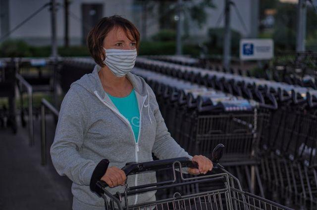 Тюменцев призвали носить маски, чтобы не допустить всплеска заболеваемости