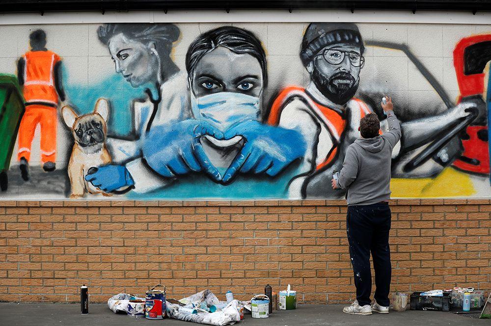 Графиити, посвященное врачам, в городке Марск-бай-Си в Великобритании.