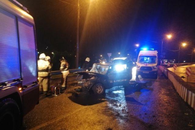 В Оренбурге в ночной аварии на ул. Терешковой пострадали два человека.