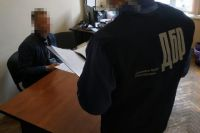 Во Львове полицейский изготовлял и продавал наркотики