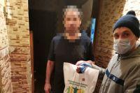 Илья привез лекарства и продукты нуждающемуся ВИЧ-положительному челябинцу.