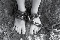 Мальчика изъяли из семьи и передали в реабилитационный центр.
