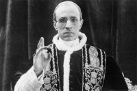 Сам глава Ватикана, папа римский Пий XII знал о помощи подчинённых нацистам, но предпочитал закрывать на это глаза.