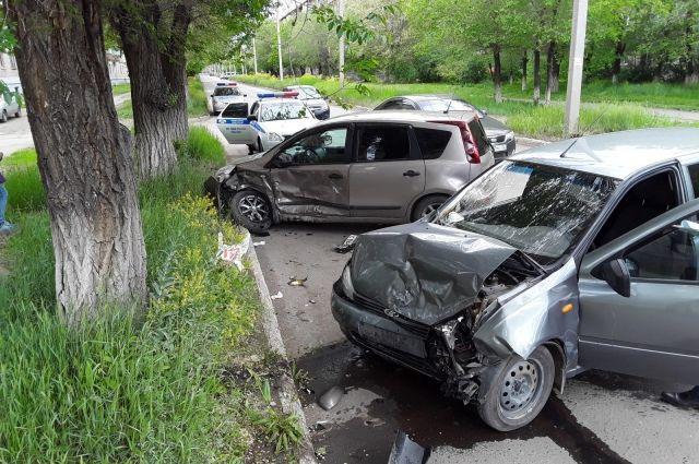 В Новотроицке при столкновении двух авто пострадал водитель «Лады».