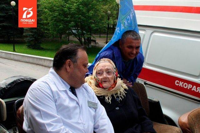 Александр Моор рассказал жителям региона о ветеране Елене Ковязиной