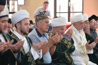 раздник разговения ежегодно собирает тысячи мусульман Красноярска в Соборной мечети.