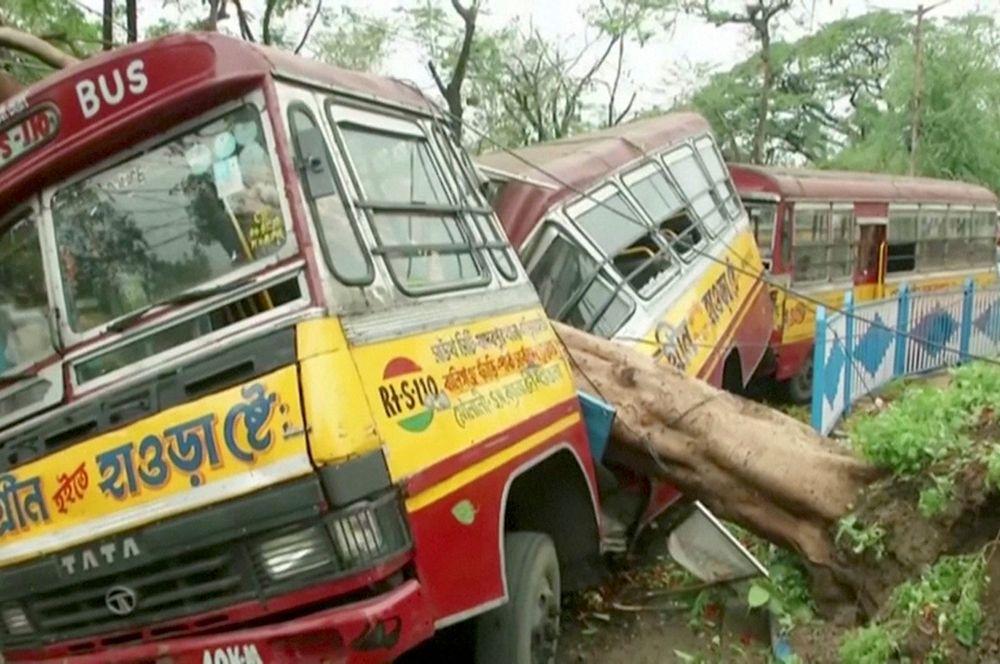 Автобусы в Калькутте, Индия.