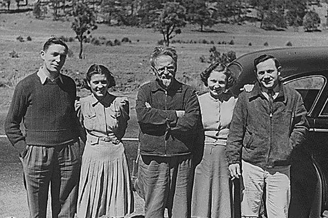 Лев Троцкий с друзьями в Мексике, апрель 1940 г.
