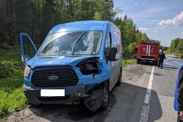 Водитель на 4-м км дороги не выдержал безопасную дистанцию и допустил столкновение с впереди идущим автомобилем«Лада Веста».