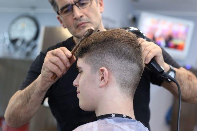 В комментариях под постом об открытии парикмахерских, подписчики страницы благодарят и приветствуют это решение одним словом «Ура!»