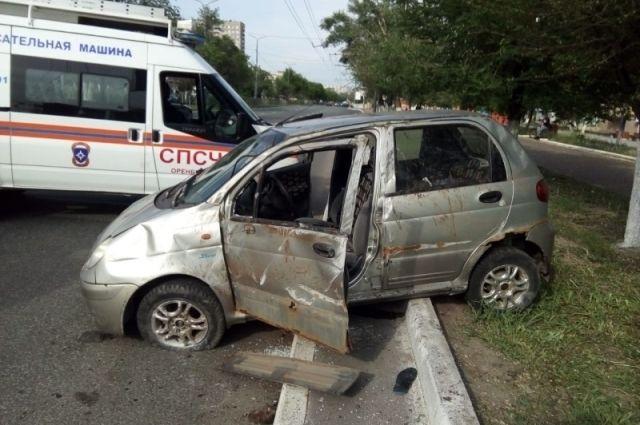 На место происшествия выезжали сотрудники ГИБДД и МЧС.