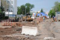 В Оренбурге ведется капитальный ремонт дороги и коммуникаций на ул. Аксакова.