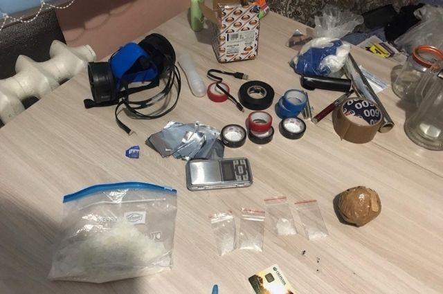 В Оренбурге молодая пара поймана на сбыте наркотиков.