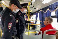 Судя по реакции пассажиров, они хорошо знают, что в столице края действует масочный режим.