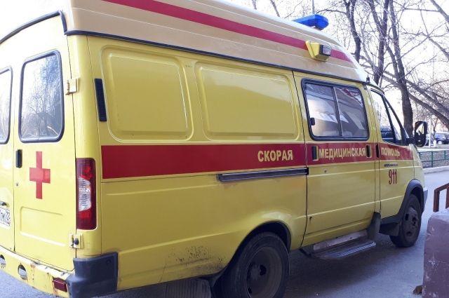 На улице Комсомольской эвакуируют машины, мешающие проезду скорой помощи