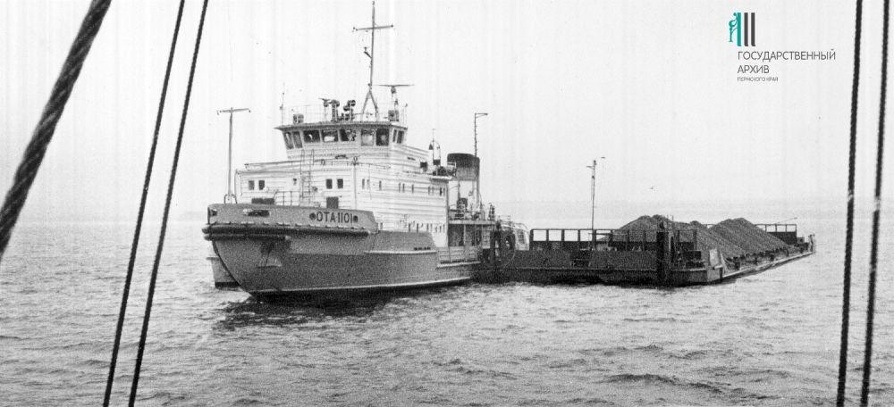 Новое судно - буксир, предназначенный для транспортировки грузов по северным рекам. Построен на судозаводе «Кама», Пермь. 1986 год.