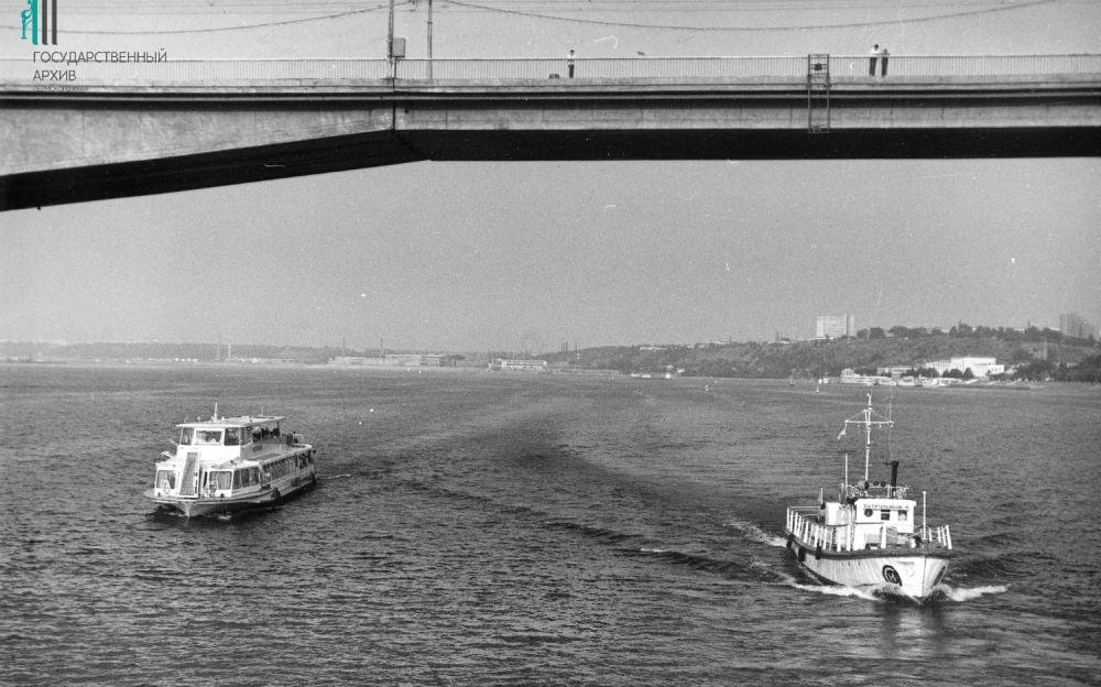 Пассажирские и грузовые суда на Каме, Пермь. 1970-е годы.