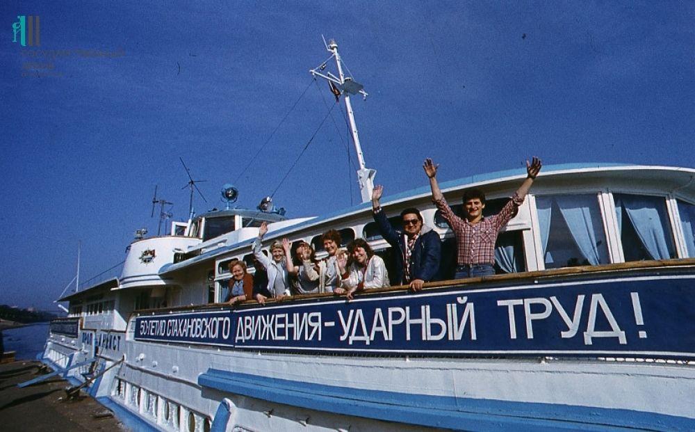Артисты Пермского драмтеатра на отдыхе. Конец 1980-х.