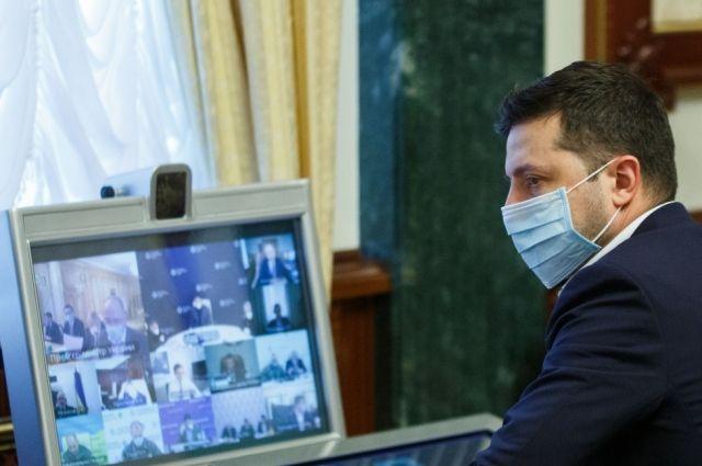 Зеленский настоял на страховании всех медиков, борющихся с COVID-19