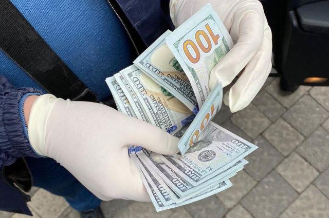 Боролся с коррупцией: во Львове задержали налоговика при получении взятки