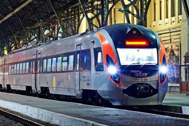 Укрзализныця открыла продажу билетов на пять поездов Интерсити