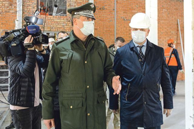 Замминистра обороны РФ Тимур Иванов высоко оценил темпы строительных работ.