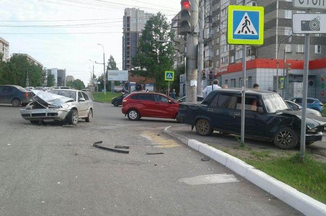 5-летний ребенок и женщина пострадали в ДТП в Ижевске