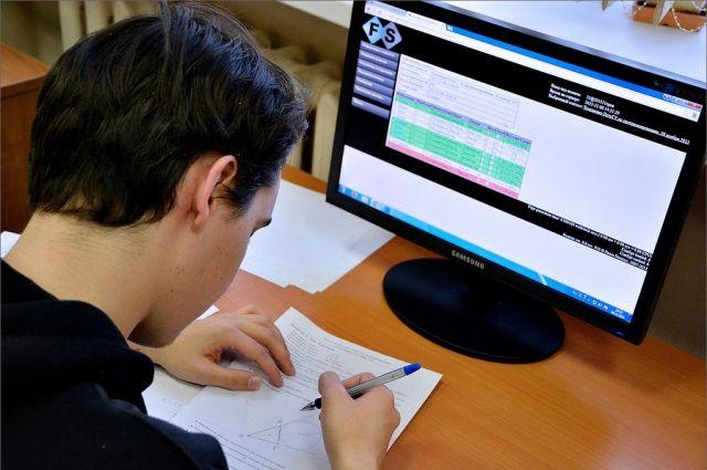 Выпускные и вступительные испытания в этом году пройдут дистанционно.