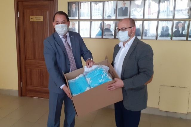 В тюменских дачных автобусах раздают медицинские маски