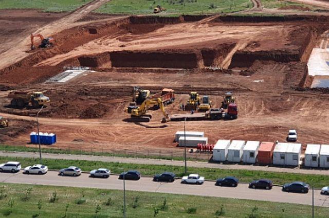 Строители вырыли котлованы под новую областную детскую больницу.