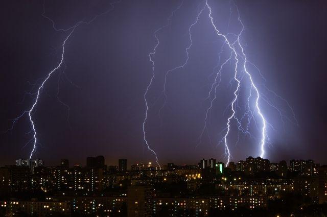 Объявлено штормовое предупреждение: Украину ждут грозы и шквалы