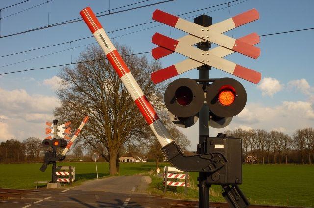 Водитель на автомобиле УАЗ выехал на запрещающий сигнал светофора.