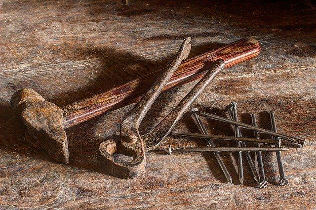 В Тюмени восстанавливают сгоревшую мастерскую Шитовых