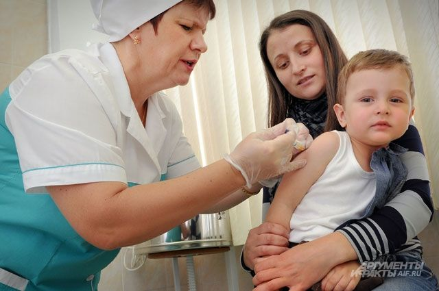 Врачи уверяют, что ребенок может быть привит в период пандемии.